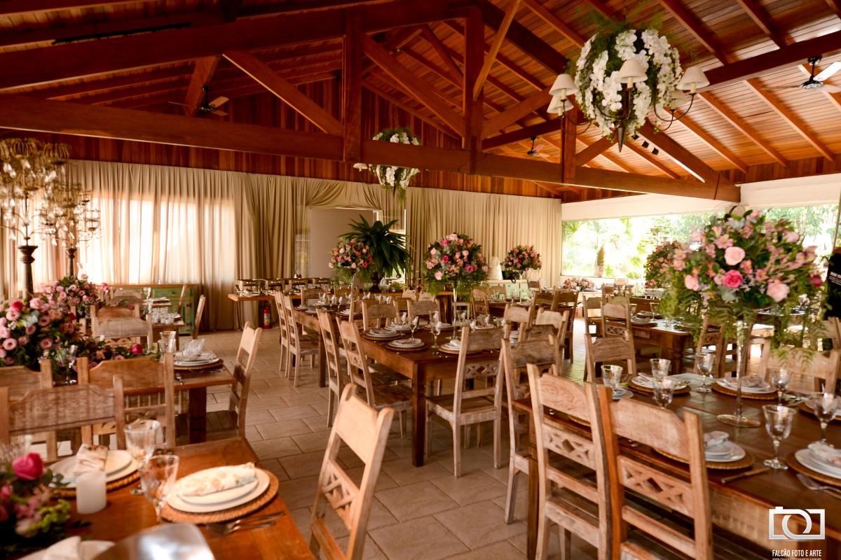 Foto de um local da festa de um casamento.
