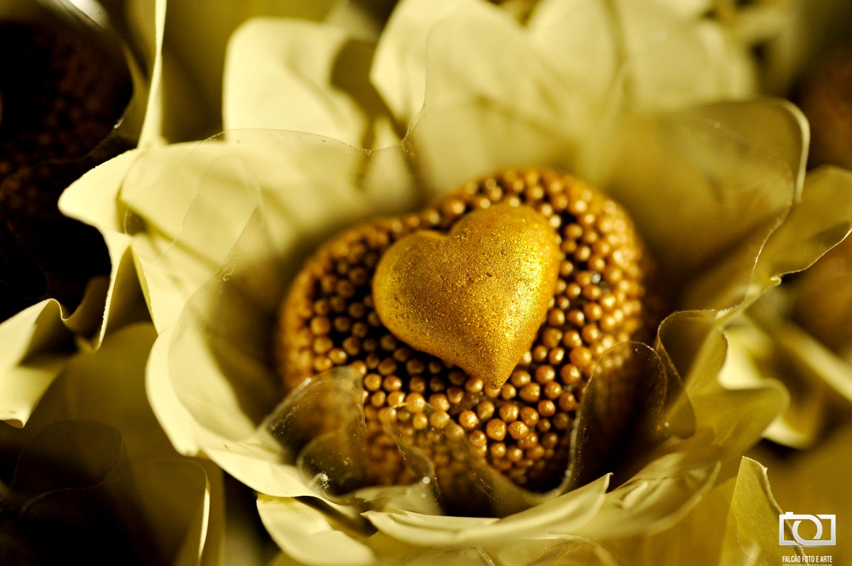 Foto de um doce em forma de coração.